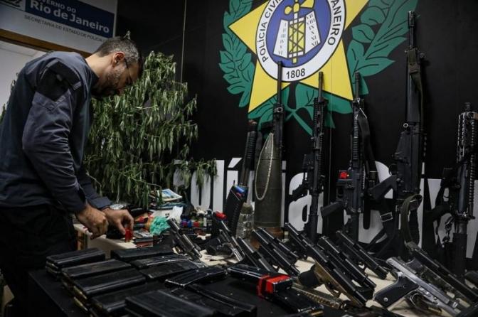 Delegados prestam 'pleno e irrestrito apoio' à operação que matou 25 bandidos no Jacarezinho e dizem que excessos devem ser apurados 'sem vieses'