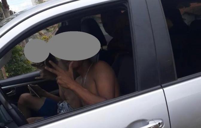 Assaltantes gravam vídeo com deboche após roubarem carro de promotora a mão armada