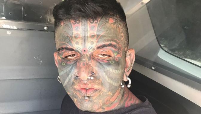 Homem é preso por suspeita de se masturbar para mulher e criança de 7 anos