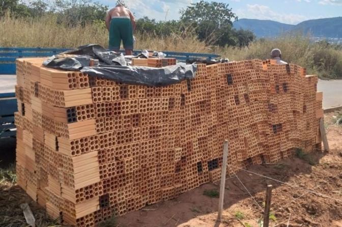 Polícia Civil do MT recupera dois mil tijolos furtados de obra em Barra do Garças
