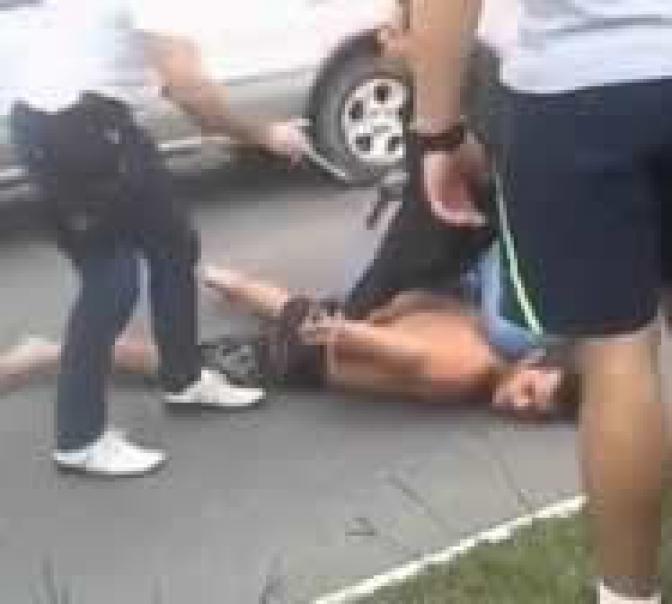 Marido é preso após agredir esposa em frente à delegacia