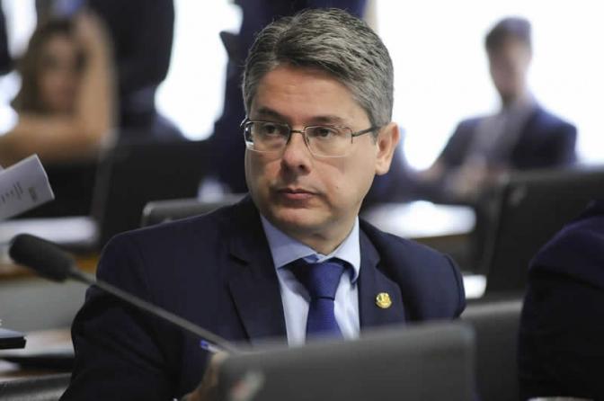 Delegado senador quer criminalizar homofobia e legalizar maconha para fins medicinais