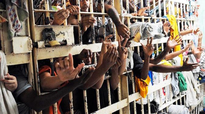 Encarceramento de presos deve ser feito em presídios, não em Delegacias!