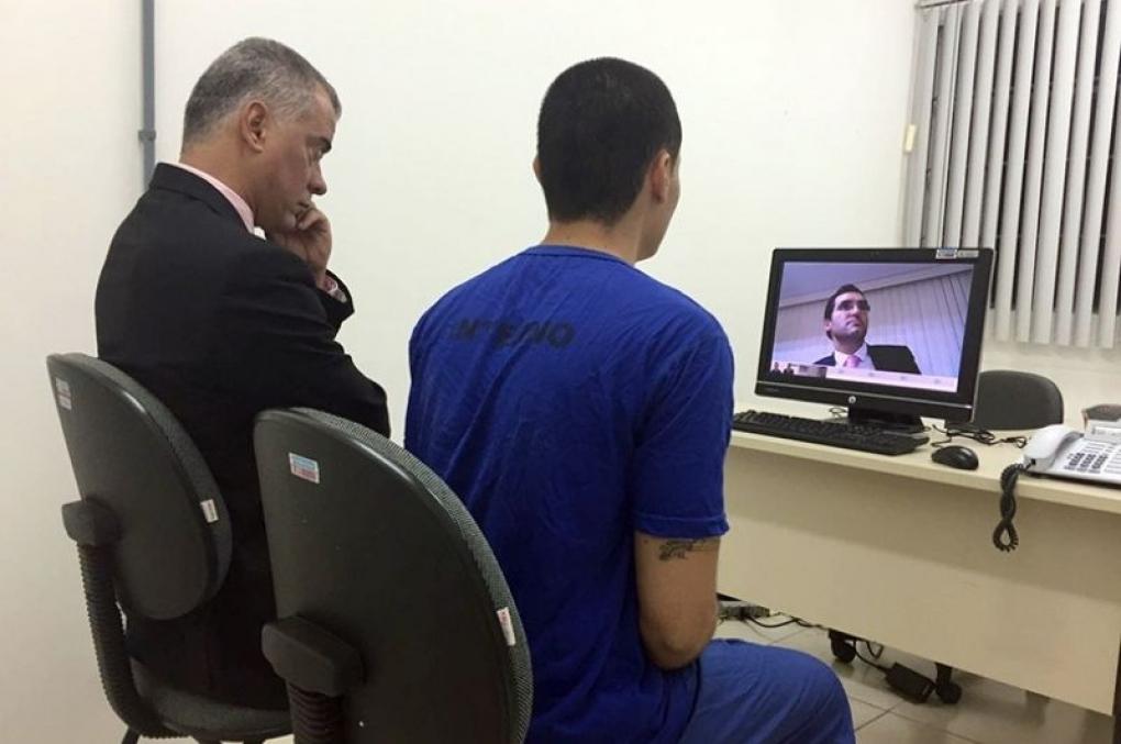 Interrogatório de Foragido por Videoconferência?