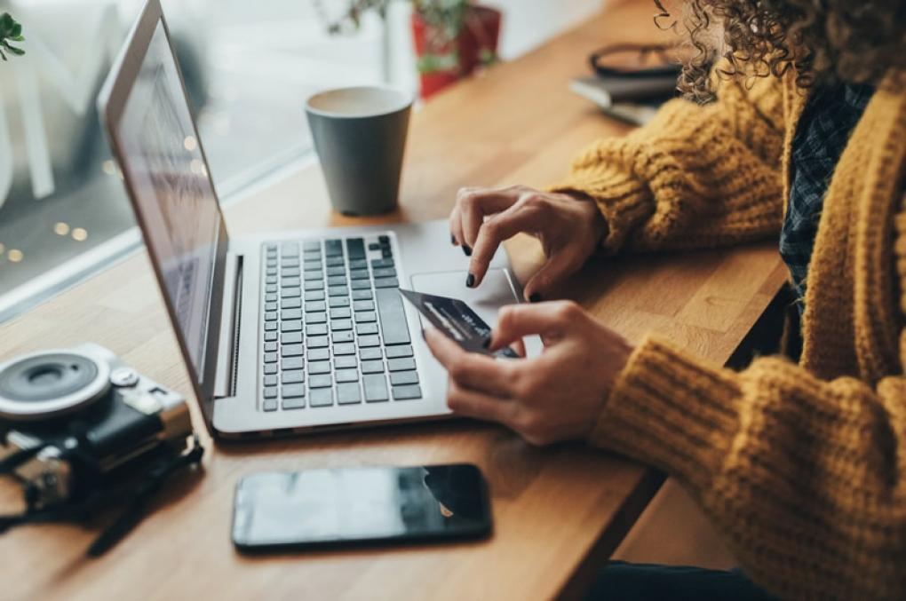 Preço de produtos em sites muda quando pesquisado em iPhone, Android e computador
