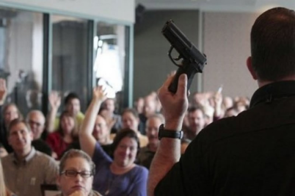 """Veja quando alguém pode """"portar"""" arma de fogo, mesmo sem ter o porte de arma!"""