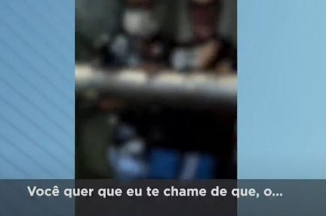 """Jovens presos desacatam delegado dentro da Central de Flagrantes: """"você parece um analfabeto""""; veja o vídeo!"""