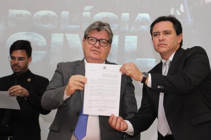 GovernadorAzevêdo assina pacote de ações para autonomia financeira da Polícia Civil da PB