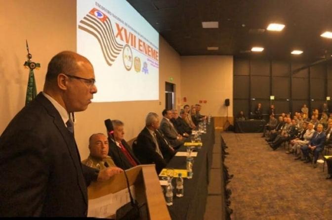 Em palestra para PMs, governador do Rioprega fim das delegacias