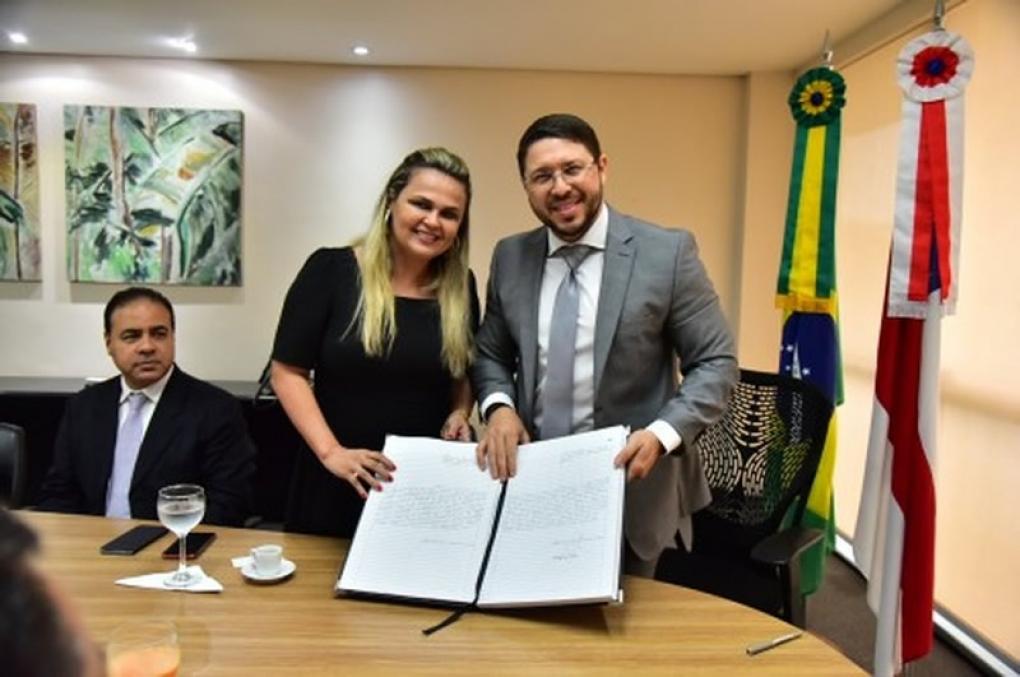 Emília Ferraz toma posse como delegada-geral da Polícia Civil do AM