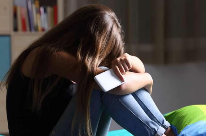 Justiça concede medida protetiva para vítima de perseguição virtual