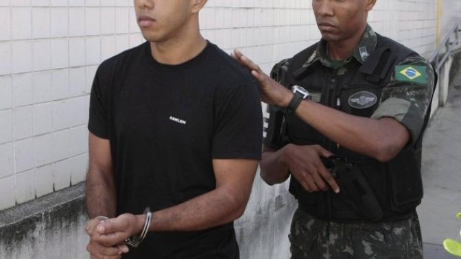 PMs são presos suspeitos de agredir e assaltar um soldado do Exército no Rio