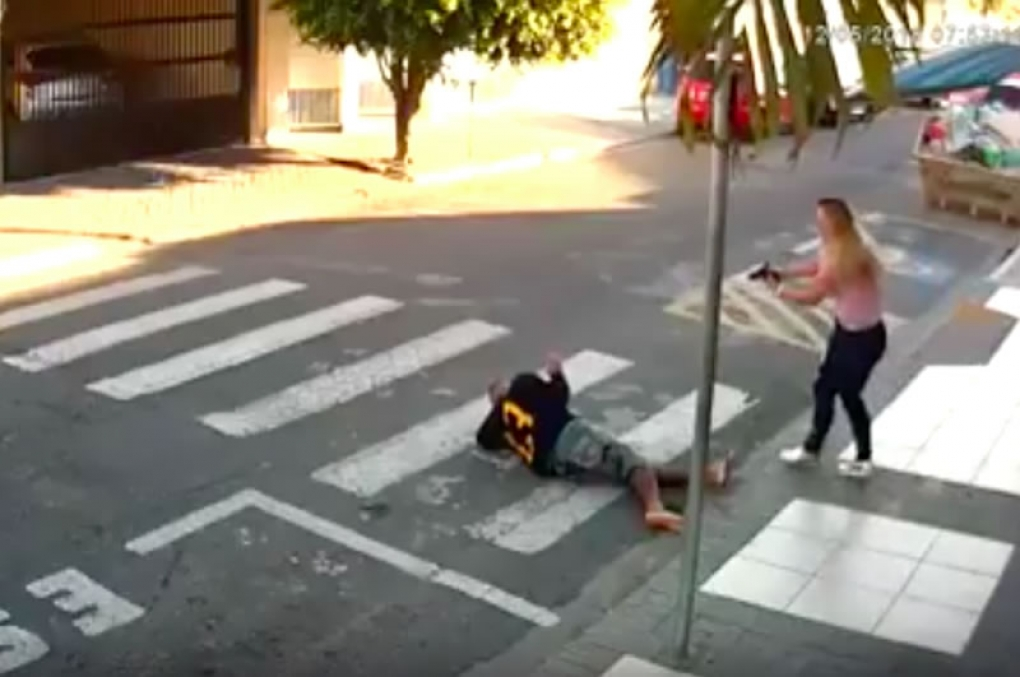 Ladrão armado assalta em escola mas é atingido por mãe de aluno