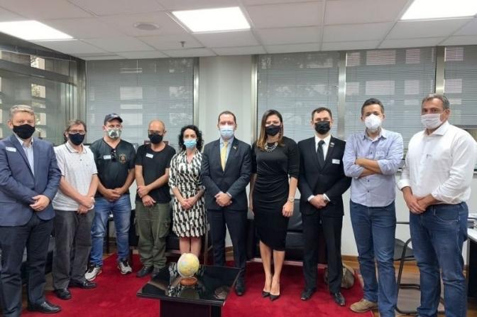 Sindpesp entrega Ofício a deputados solicitando inserção do aumento salarial para policiais civis no orçamento de 2022