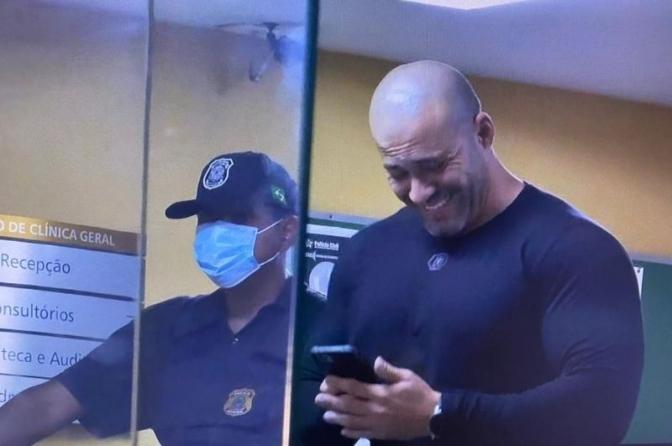 PF descobre como Daniel Silveira recebeu celulares na prisão