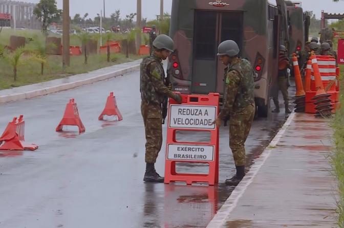 Bolsonaro autoriza uso do Exército em presídio que abriga chefes de facções