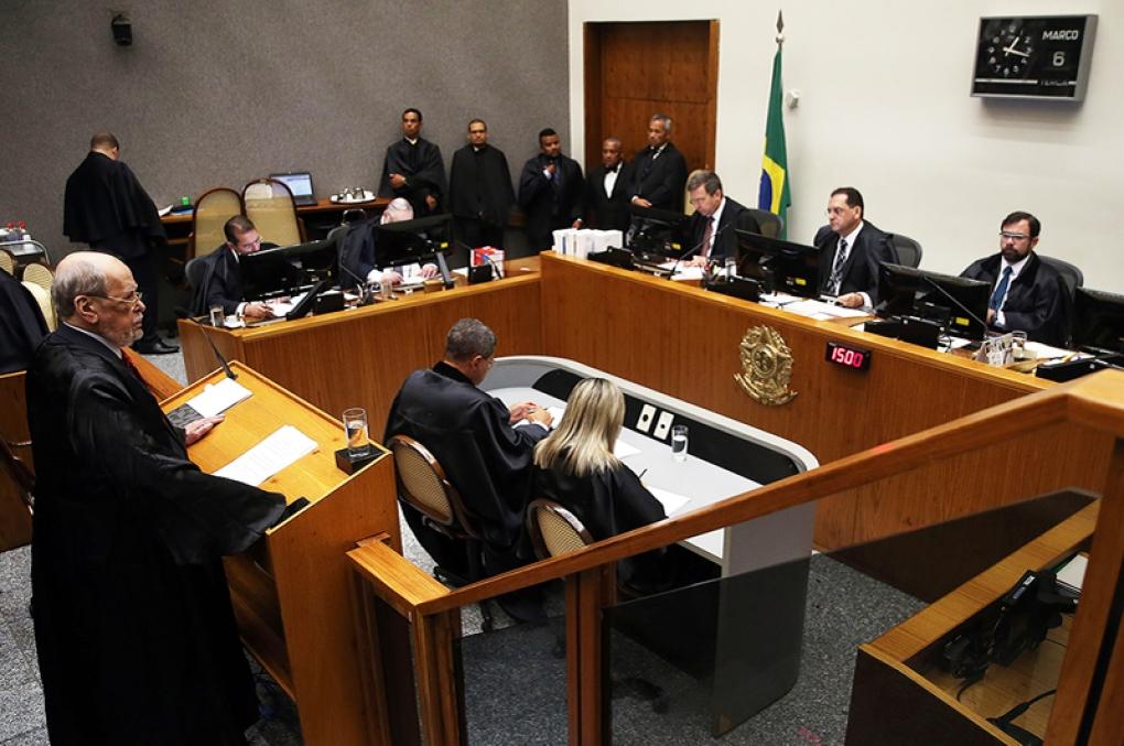 STJ afasta consunção entre crimes de desacato e resistência