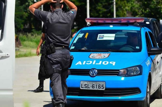 Policiais do Rio são proibidos de usar arma em dia de folga