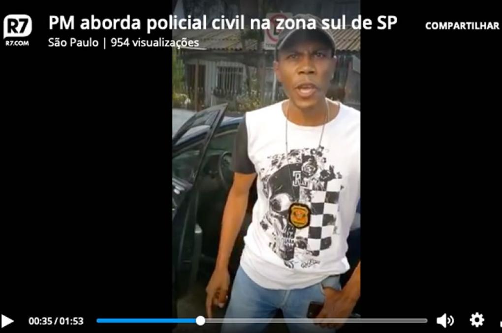 PMs abordam policial civil negro e batem boca para ver quem enquadra quem