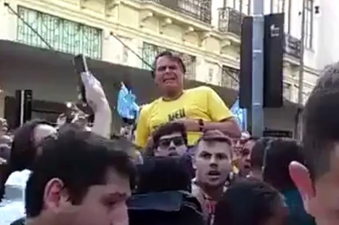 Bolsonaro é esfaqueado em Minas Gerais!