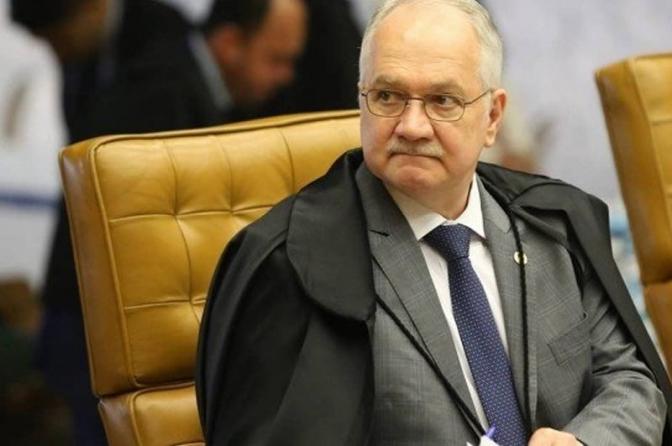 Ministro do STF suspende alíquota zero para importação de revólveres e pistolas