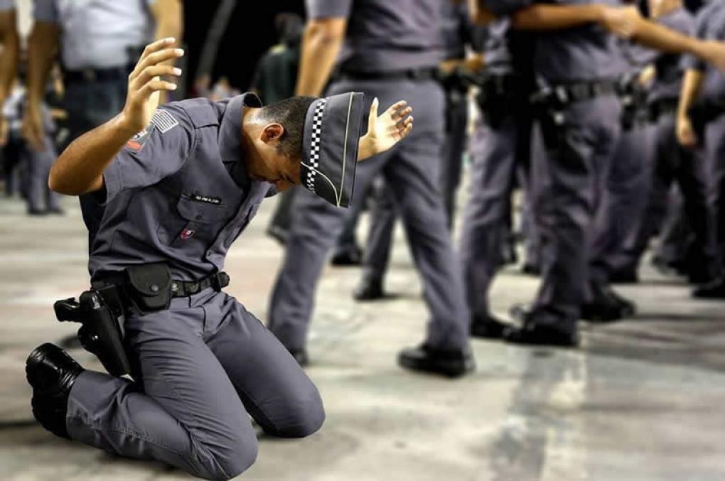 Policial não pode fazer greve, mas pode passar fome?! Os direitos humanos estão acima das leis