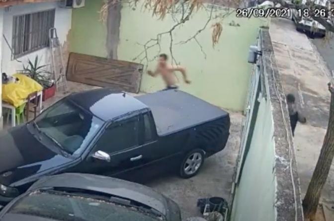Bandidoarmado morre após tentar assaltar e matardelegado de polícia do ES; vídeo