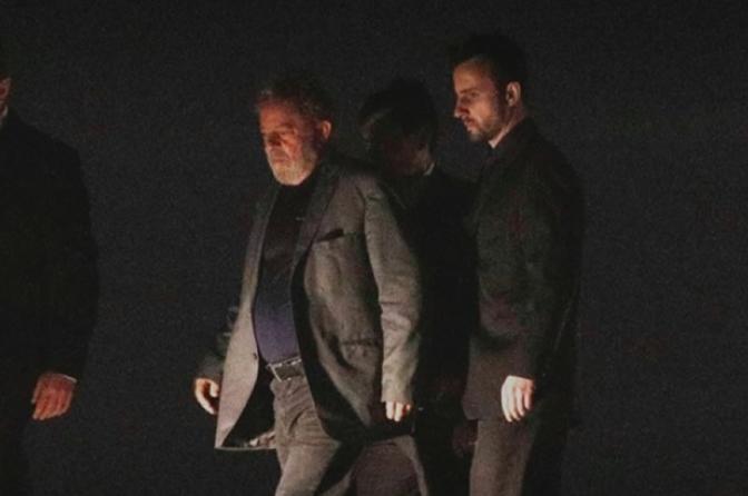 Lula está preso! Ex-presidente começa a cumprir pena em Curitiba