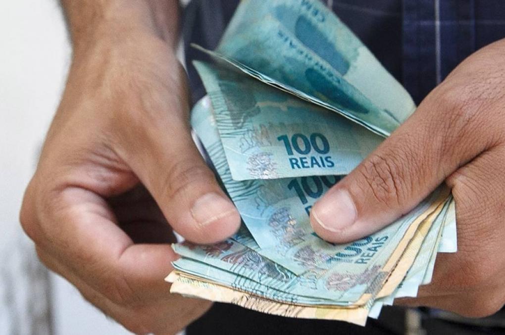 Congresso discute reduzir salários de servidores em até 20% na crise