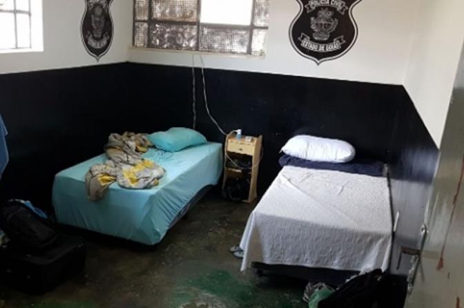 Com salário de R$ 1,5 mil policiais novatos dormem em delegacias no interior de Goiás