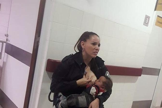 Policial amamenta bebê abandonado com fome em hospital e é promovida