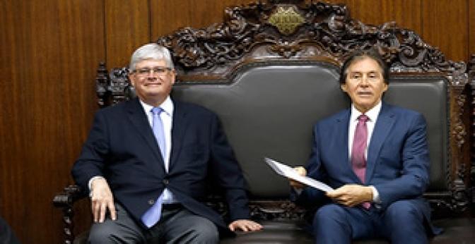 Janot apresenta proposta sobre abuso de autoridade com punição para 'carteirada'