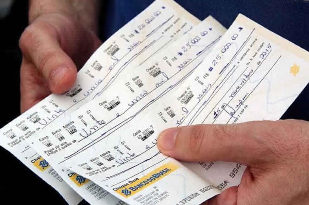 Pagamento de fiança policial com cheque