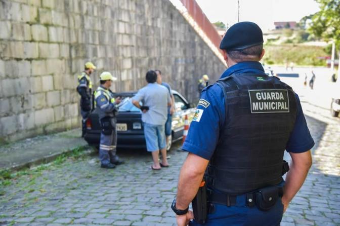 Judiciário reconhece usurpação de função e tranca ação penal de homem preso por guarda municipal