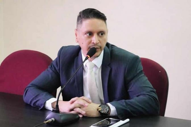 Sindicato dos Delegados e Associação de Juízes respondem às declarações de promotor do PI
