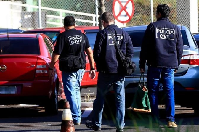 Bolsonaro assina parecer que garante aposentadoria integral a policiais