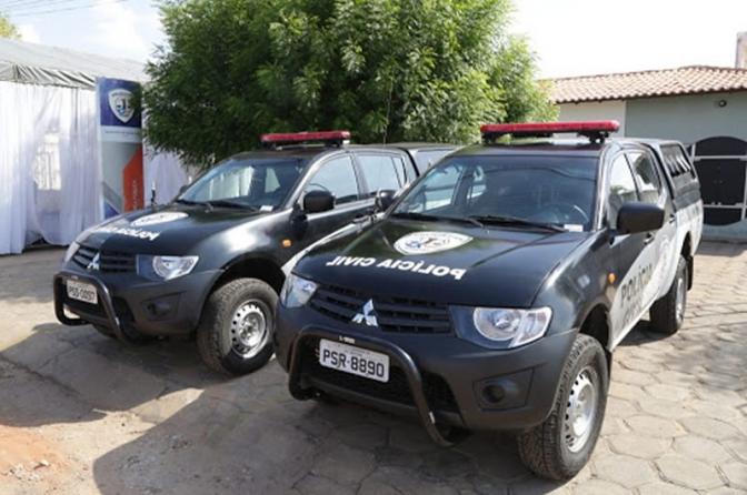 Policiais civis do interior do MA prendem suspeitos de posse ilegal de arma e tráfico de drogas