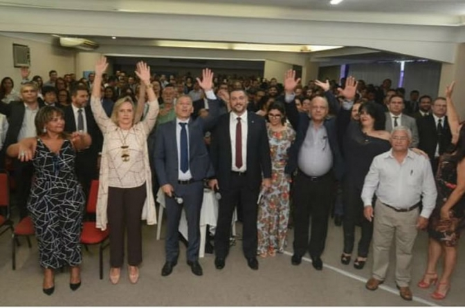 300 delegados da BA entregam cargos em protesto contra reforma administrativa
