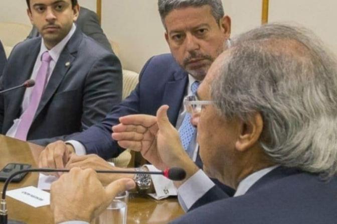Salário dos servidores públicos poderá ser usado para bancar auxílio emergencial 2021