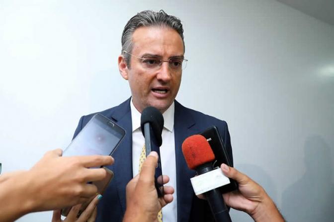 Diretor-geral da PF autoriza que policiais aposentados mantenham armas da ativa