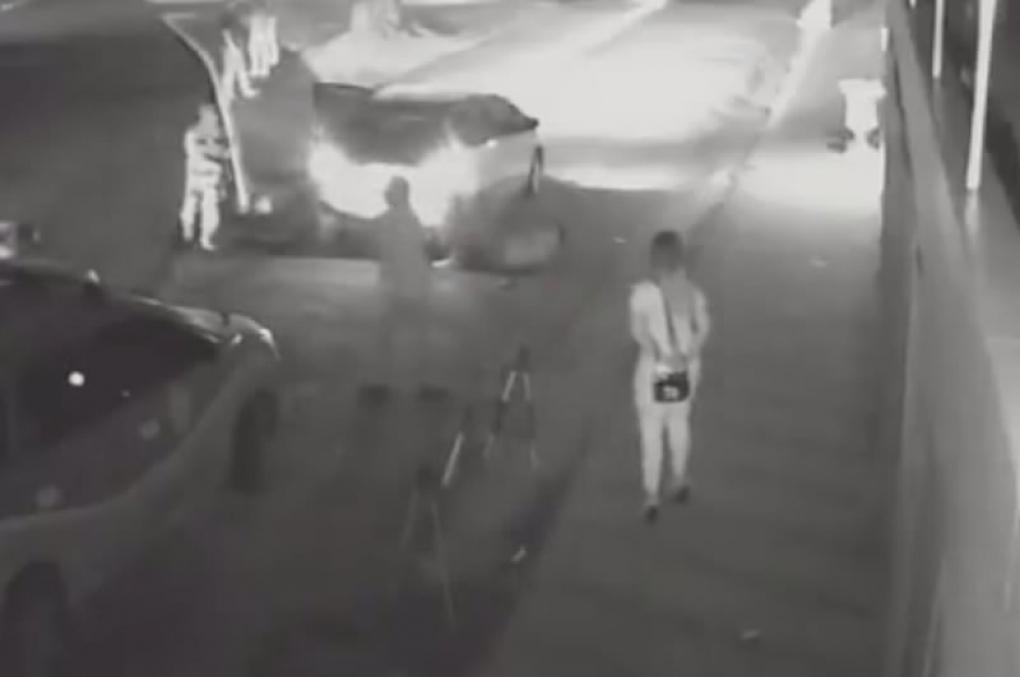 Imagens mostram policial militar atirando em delegado; ainda chutou o corpo e colocou na cela