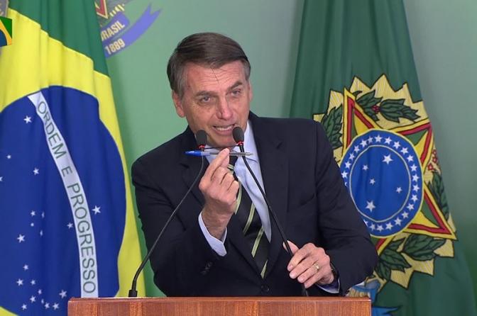 Bolsonaro assina decreto sobre posse de armas de fogo