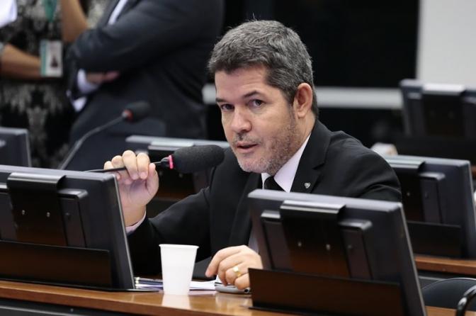 'Governo precisa explicar reestruturação da carreira militar', diz líder do partido de Bolsonaro