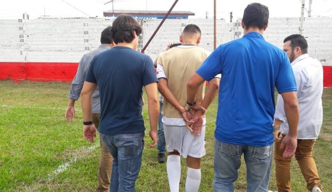 Jogador de futebol é preso em jogo da segunda divisão do Campeonato Gaúcho