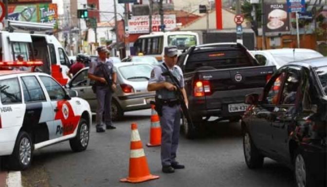 Comissão da Câmara torna crime furar bloqueio policial sem autorização