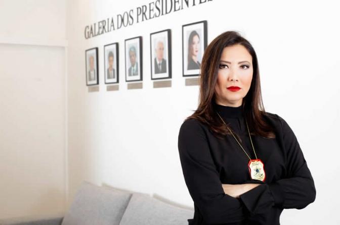 """Preciso provar ser merecedora o tempo todo"", desabafa delegada Raquel Gallinati"