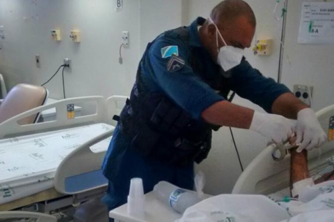 Decisões e atos do delegado sobre como é realizada a custódia de autuados em hospitais