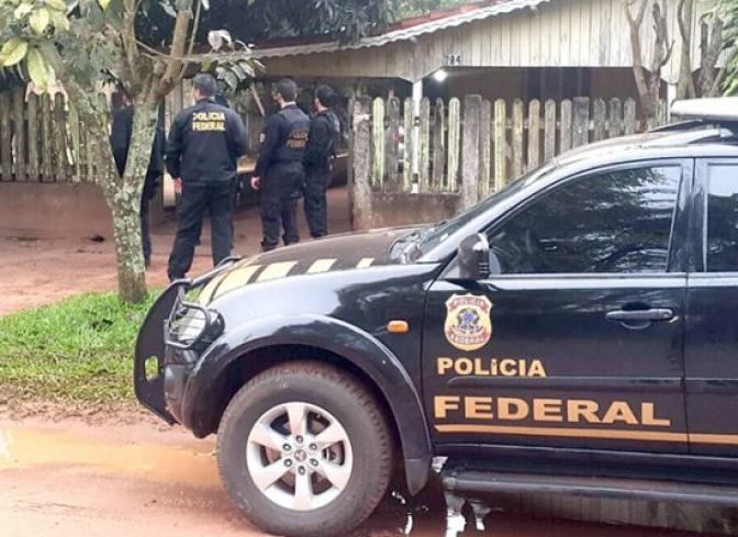 Delegado da Polícia Federal é 'fechado' no trânsito e prende dois por embriaguez