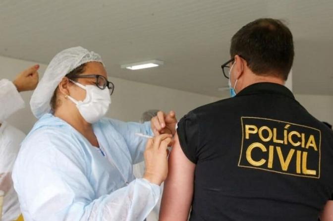 Sindepol/TO comemora primeiro grupo de policiais civis vacinados contra o covid-19