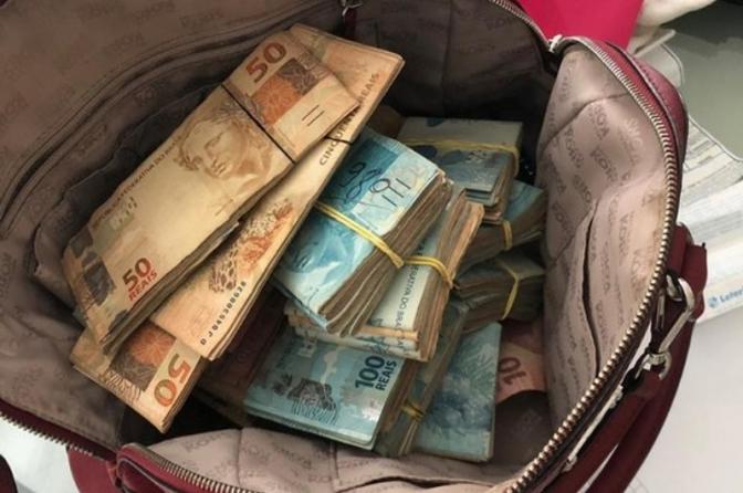 Despacho sobre autuação em flagrante delito de dinheiro encontrado com suspeito